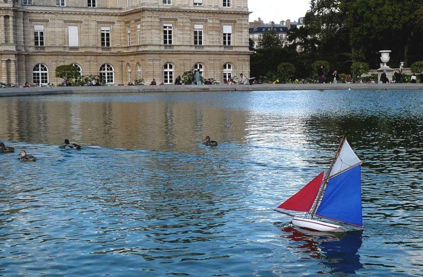 Bateaux jouets en bois - Jardin du luxembourg enfant ...
